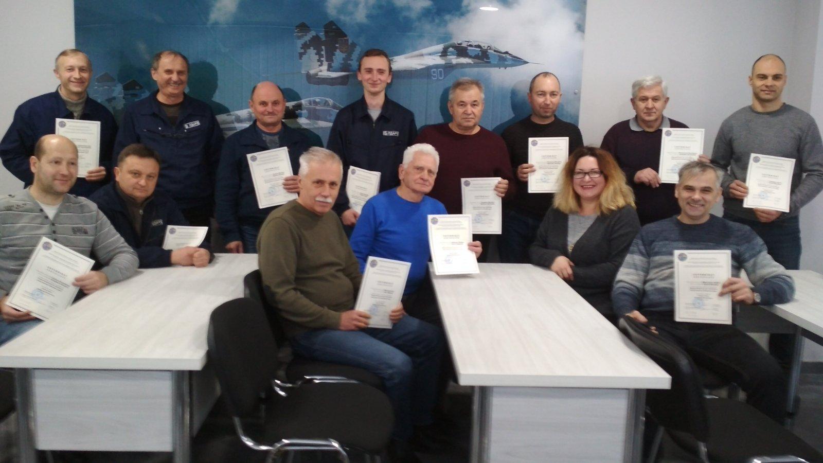 Навчання фахівців з технічного обслуговування повітряних суден.